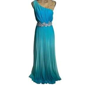 Speechless Ombré turquoise pleated evening dress